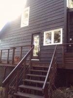 drewniany dom ze schodami