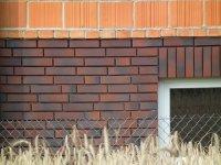 ściana z cegły klinkerowej