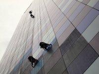Mycie okien w wieżowcu